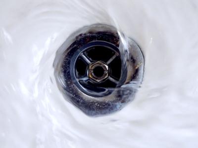 acqua-sporco-bagno-pulizie-multiservice-italia-srl